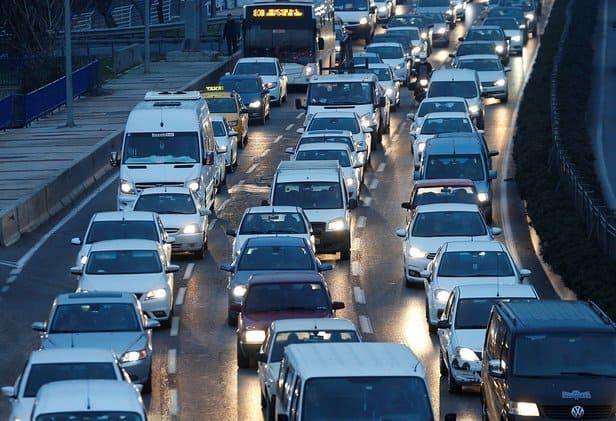 Toplu ulaşım hizmeti veren Büyükşehir Belediyesi çalışanlarının İzmirlileri