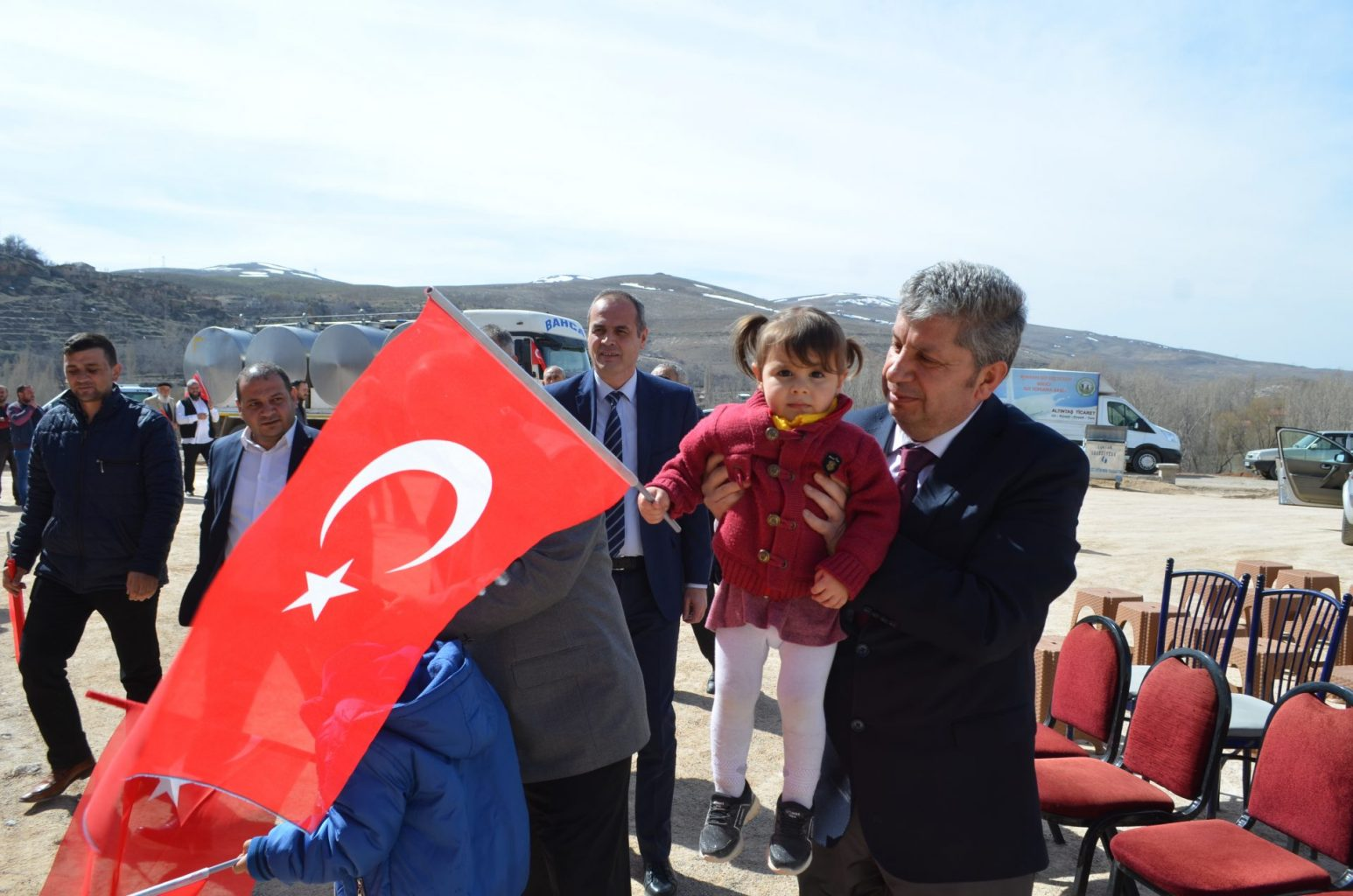 Türk Bayrakları eşliğinde araçlar uğurlandı