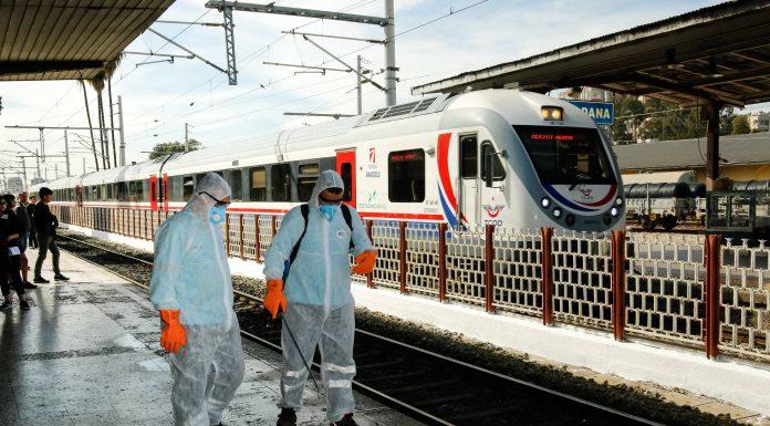 Tüm Ülkede Dört Bir Yandan Sterilazasyon çalışmaları belediyeler tarafından tüm hızıyla devam ediyor. Adana Büyükşehir Belediyesi; metro, otobüs durakları,
