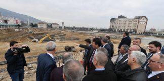 Osmangazi Meydanı'nın Bursa'nın ihtiyacına cevap verecek güzel bir meydan olacağı yönünde ortak görüş belirtti.