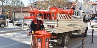 Karatay-Belediyesi-maske -ve-eldivenleri-topluyor