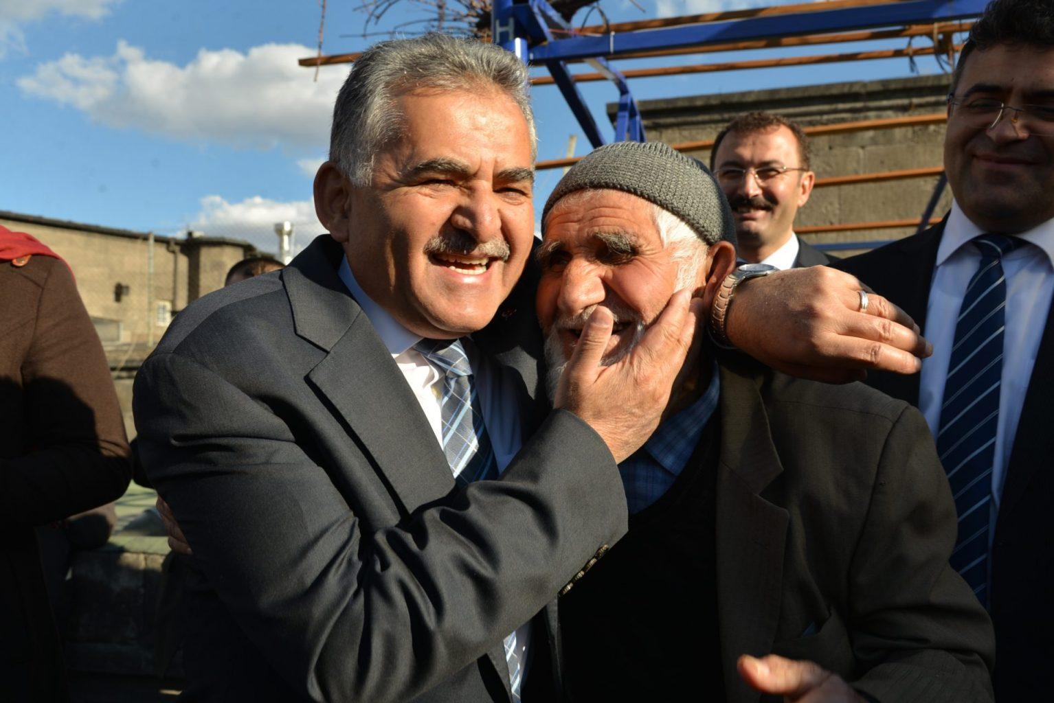 O bir kent doktoru Dr.Memduh Büyükkılıç ozelkalem.com .tr 2
