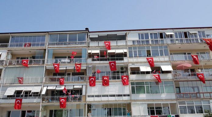Gölcük-te 19 Mayıs coşkusu Türk Bayrakları ile yaşandı ozelkalem.com .tr