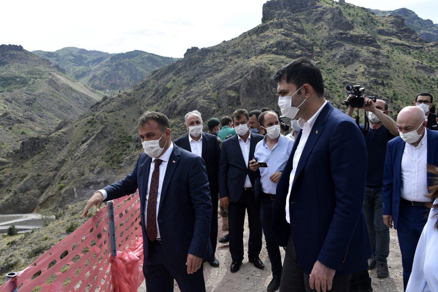 evre ve Şehircilik Bakanı Murat Kurum Gümüşhanegezisinde yerel yöneticilerden bilgi aldı