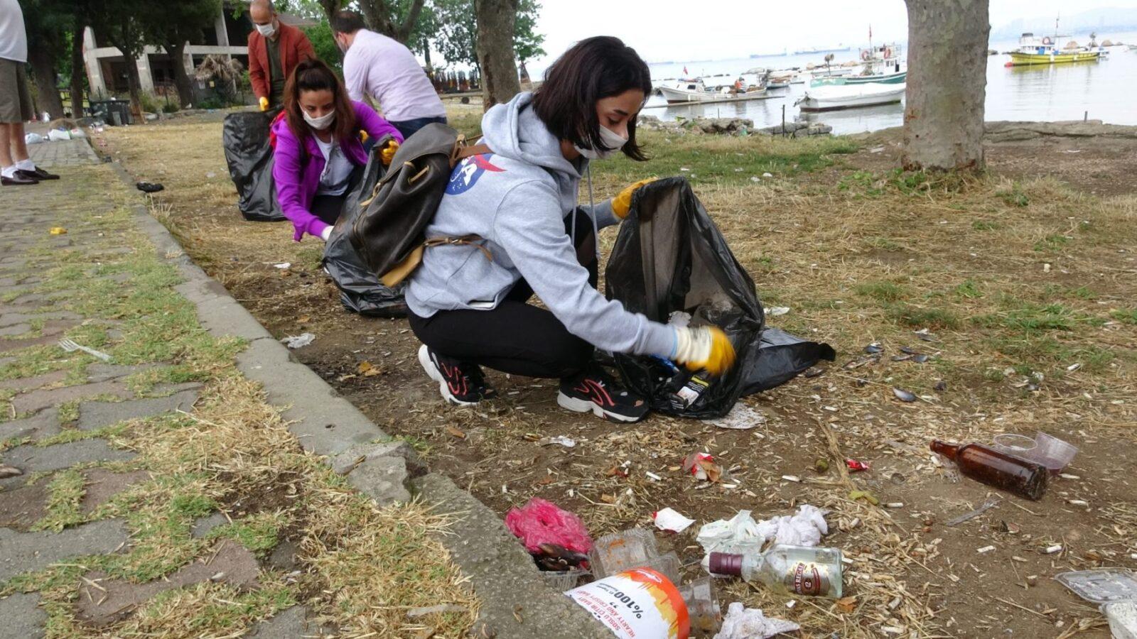 evreci gençler tuzla sahilini atklardan temizledi