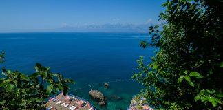 Antalya'da falez plajları, yeni normal dönem tedbirleriyle açıldı