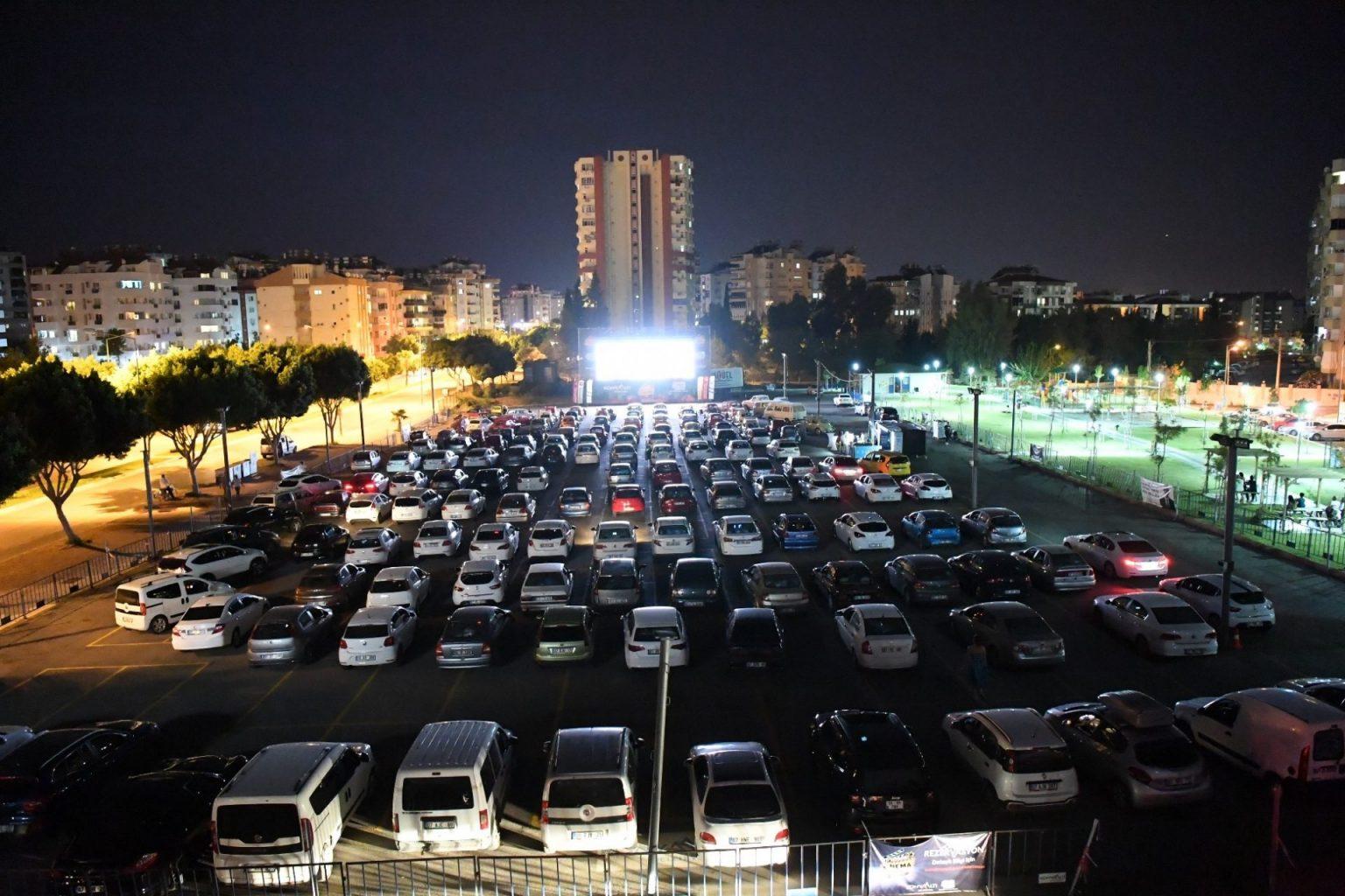 Arabadan sinema izlemek yaygınlaşıyor. - ozelkalem.com.tr