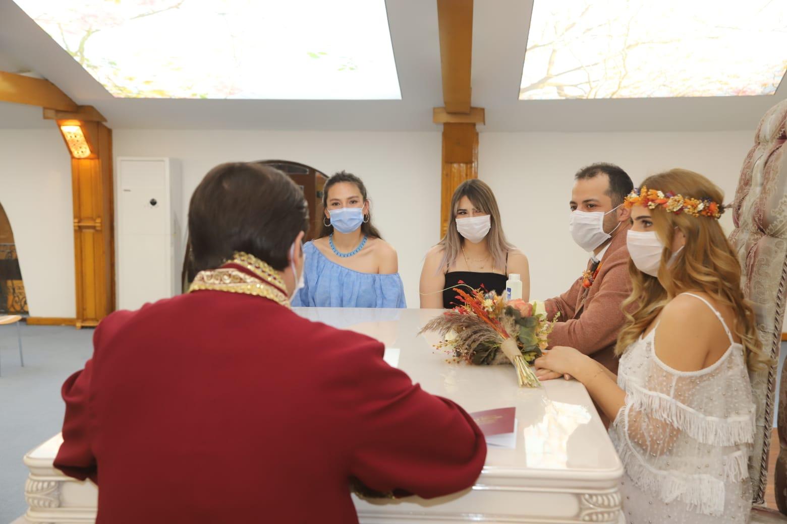 Evliliğe sosyal mesafeli 'evet'