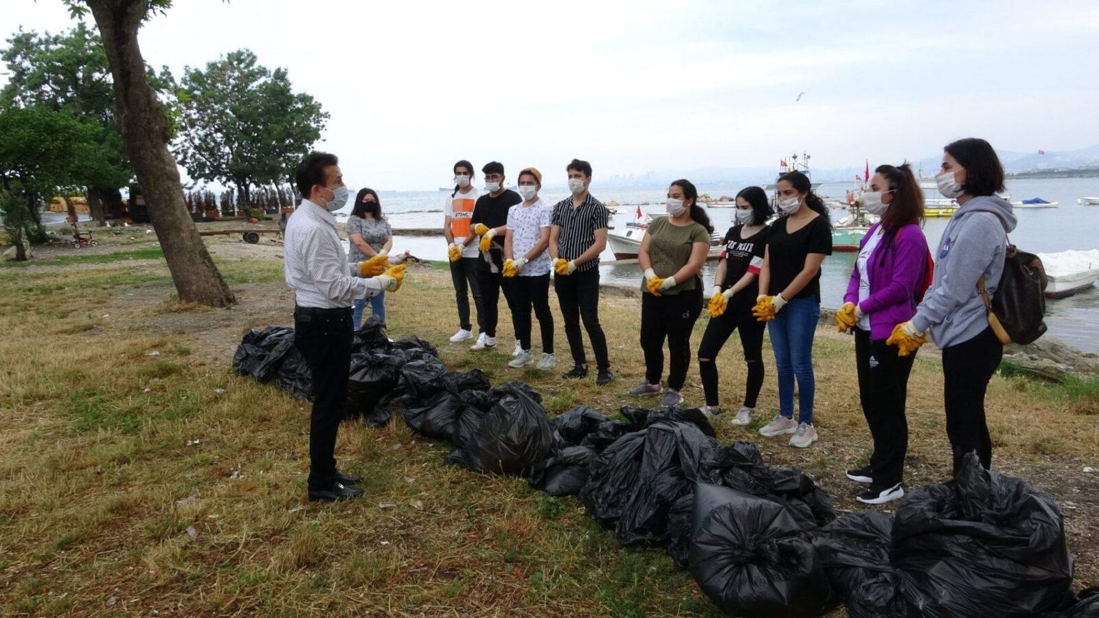 Tuzla Belediye Başkanı Şadi Yazıcı çevreci gençlerle sahilde 2 kamyon atık topladı 2