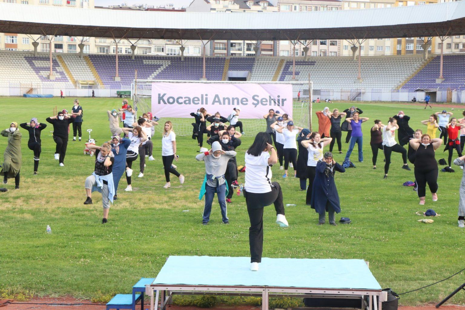 Yeni normalleşmeyle 100 anne stadyum indi 3