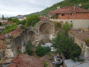 Evlerin içinde kalan tarihi kiliseye kültürel varlık tescili