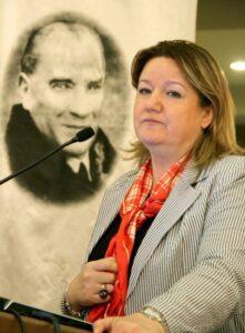 Türkiye'nin ilk kadın kaymakamı valilik yolunda