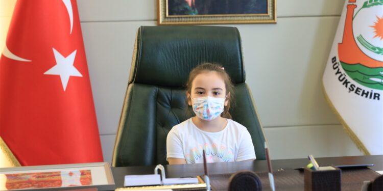 Japonya 21'nci Kanagawa Çocuk Resim Yarışması'nda 'Kanagawa Prize' ödülüne layık görüldü. Türkiye'den ödül kazanan tek çocuk olan Lara, resimde Göbeklitepe'nin eski ve yeni halini aynı karede buluşturduğunu söyledi. Lara Turan, 23 Nisan dolayısıyla Şanlıurfa Büyükşehir Belediye Başkanlığı koltuğuna oturdu.