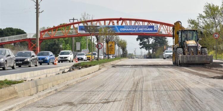 Bursa Büyükşehir Belediyesi tarafından Yaseminpark Evleri önündeki kavşağa, sola dönüş yapacak araçlar için eklenen ilave kol uygulamasıyla kavşak alanındaki kapasite yüzde 26 arttı.