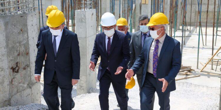 Konya Meram Belediyesi ile Konya İl Sağlık Müdürlüğü protokolü ile yapımına başlanan 'Aymanas Aile Sağlığı Merkezi' hızla yükseliyor.