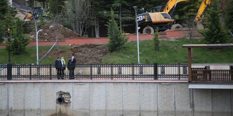 Ankara Büyükşehir Belediyesi ASKİ Genel Müdürlüğü, Keçiören Ihlamur Vadisi Parkı'nda yaklaşık 10 yıldır yaşanan su taşkını sorununu çözdü.