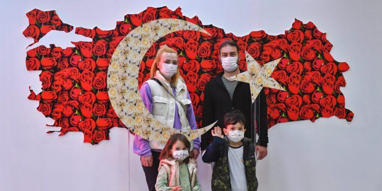 Ankara Büyükşehir, 23 Nisan Ulusal Egemenlik ve Çocuk Bayramı nedeniyle Başkent'in caddelerini Türk bayrakları ve kutlama mesajları ile süsledi.