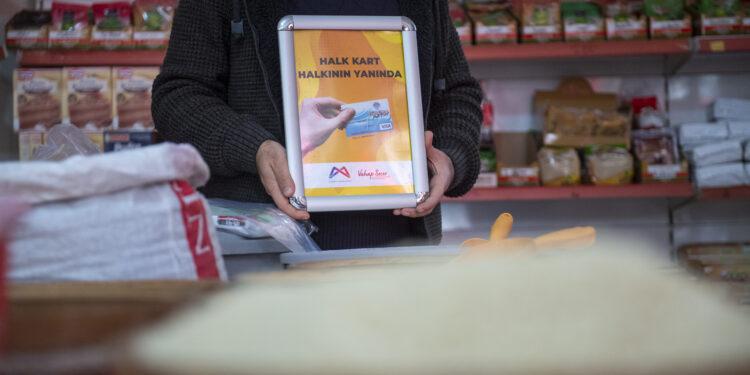 Mersin Büyükşehir Belediyesi, dar gelirli yurttaşların faydalandığı Halk Kart'ın Nisan ayı tutarları olan 1 milyon 612 bin 400 lirayı hesaplara aktardı.