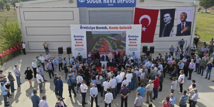 Adana Büyükşehir, şu ana kadar 2 milyon 400 bin çilek, lavanta ve domates fidesi dağıtırken, üreticiye sıvı gübre desteğinde de bulundu.