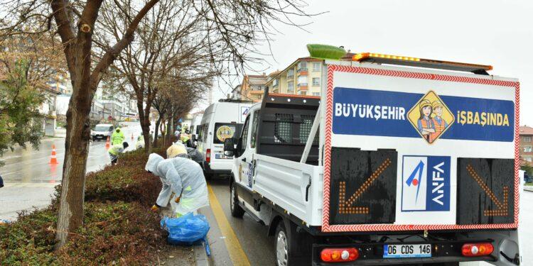 Ankara Büyükşehir Belediyesi, kent genelinde peyzaj ve temizlik çalışmalarını hız kesmeden sürdürüyor. ANFA, Başkent'te hazırlıkları sürdürüyor.