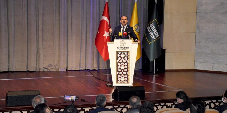 """Konya Büyükşehir Belediye Başkanı Uğur İbrahim Altay, Konya gündemini meşgul eden """"6 milyon"""" konusuyla ilgili kamuoyuna açıklamalarda bulundu."""