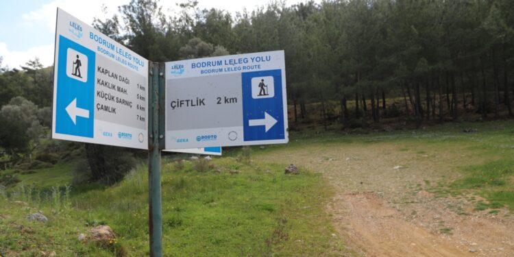 Bodrum Belediyesi ve Bodrum Doğa Sporları Kulübü Derneği (BODOSK) iş birliğinde, 188 kilometrelik Leleg Yolu rotasında bulunan bilgilendirici işaretler yenileniyor.
