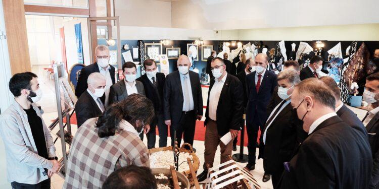 Bursa'da 2006 yılında faaliyete başlayan Büyükşehir Belediyesi Sanat ve Meslek Eğitim Merkezi, nitelikli iş gücünün üretime kazandırılmasıyla eğitim ve emeğin istihdama dönüştüğü önemli bir merkez haline geldi.