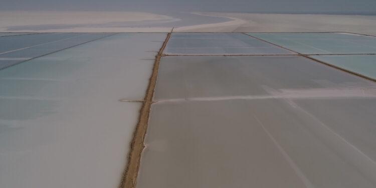 Konya Büyükşehir Belediye Başkanı Uğur İbrahim Altay, Tuz Gölü'nün korunması için yeni yatırımlar yaptıklarını, bu kapsamda Cihanbeyli ilçe merkezinde ve Gölyazı Mahallesi'nde atık su arıtma tesisleri yapımına başladıklarını söyledi.