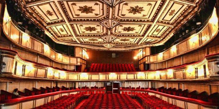 İstanbul Büyükşehir Belediyesi, sanatla ve sanatçıyla olan dayanışmasını büyütüyor. Müzisyenlerin İstanbullularla buluşmasını sağlayacak projenin ardından bir destek de tiyatro emekçileri için başlatılıyor.