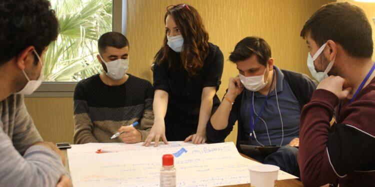 İzmir Büyükşehir Belediyesi, kentsel adalet ve eşitliğin tesisi için eğitim ve farkındalık çalışmalarını hızlandırıyor.