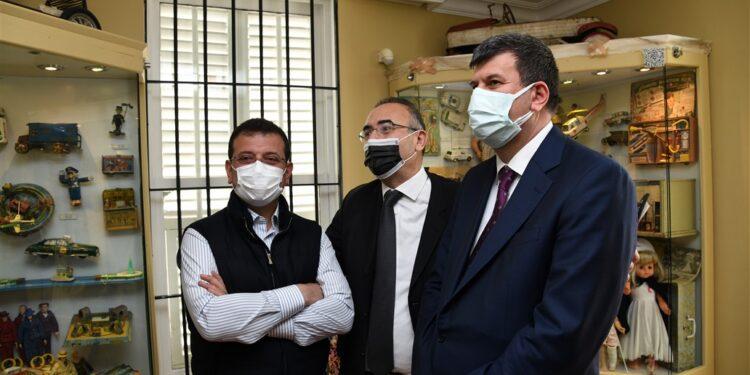 İstanbul Büyükşehir Belediye (İBB) Başkanı Ekrem İmamoğlu, 23 Nisan Ulusal Egemenlik ve Çocuk Bayramı'nda, Kadıköy Göztepe'de bulunan İstanbul Oyuncak Müzesi'ni ziyaret etti.