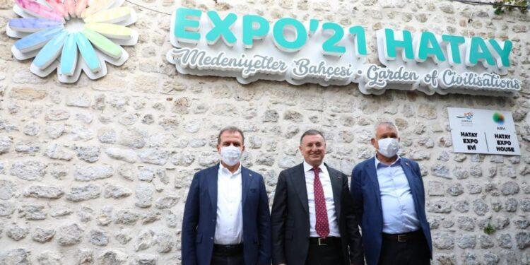 Mersin Büyükşehir Belediye Başkanı Vahap Seçer ve Adana Büyükşehir Belediye Başkanı Zeydan Karalar, Hatay Büyükşehir Belediye Başkanı Lütfü Savaş'ın ev sahipliğinde Hatay'da buluştu.