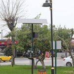 Mudanya Belediyesi tarafından ilçe merkezindeki parklara yerleştirilen güneş enerjili aydınlatma sistemi önemli tasarruf sağlayacak.