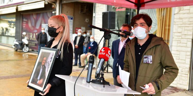 Covid-19 sebebiyle bir süredir tedavi gördüğü hastanede yaşama gözlerini yuman Çiğli Belediye Başkan Yardımcısı Mustafa Avdan düzenlenen duygu dolu törenle sonsuzluğa uğurlandı.