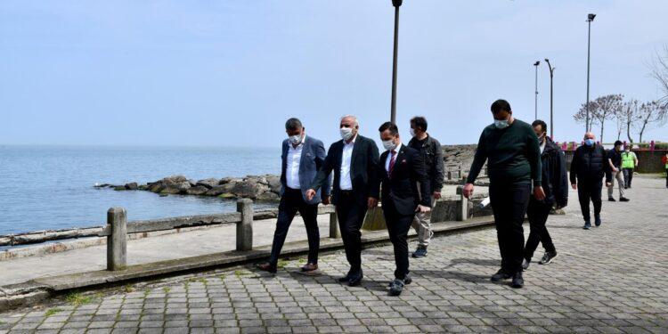 Trabzon Büyükşehir Belediye Başkanı Murat Zorluoğlu, geçtiğimiz günlerde sözleşmesi imzalanan ve yapımına başlanan Ganita-Faroz Sahil Bandı Düzenlemesi Kentsel Tasarım Projesi çalışmalarını ilk kez yerinde inceledi.