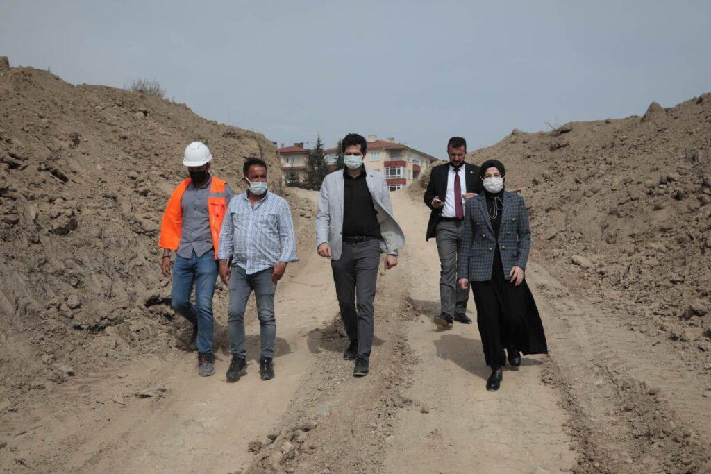 Akyurtluların merakla beklediği Devlet Hastanesi inşaatı Yeşiltepe mahallesindeki arazide başladı. Başkan Ayık, inşaat alanını inceleyip, bilgi aldı.
