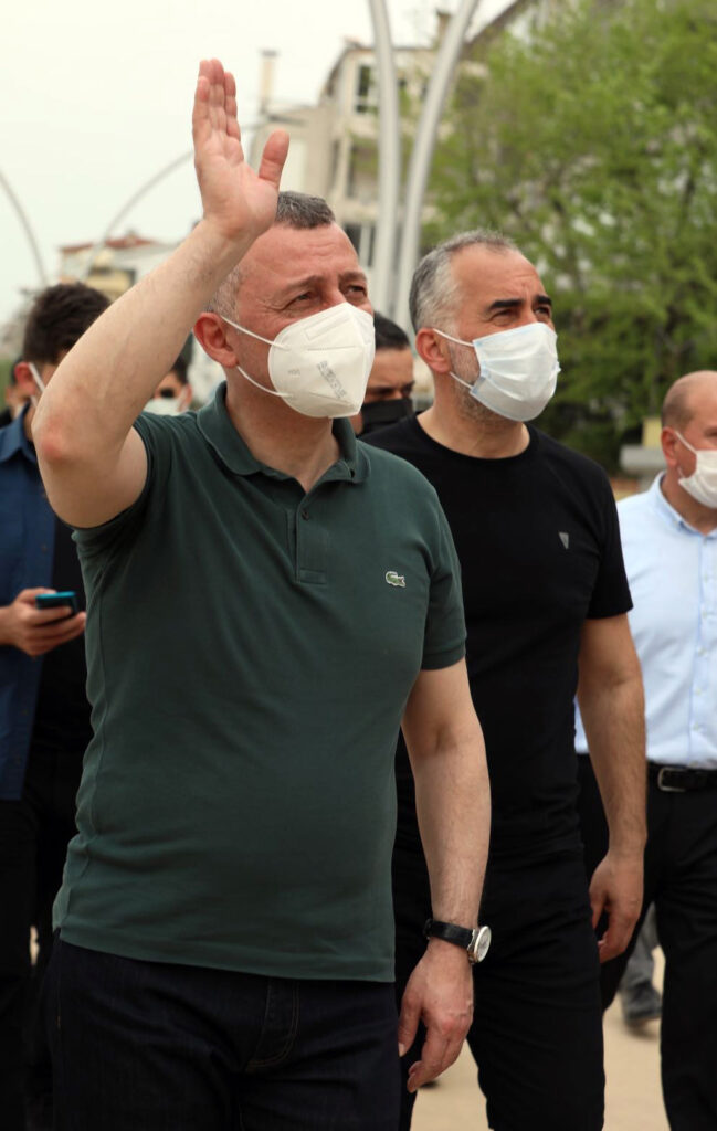 """Kocaeli Büyükşehir Belediye Başkanı Büyükakın, Karamürsel Millet Bahçemiz, daha güzel bir Kocaeli için atılmış bir mühür olacak"""" dedi."""