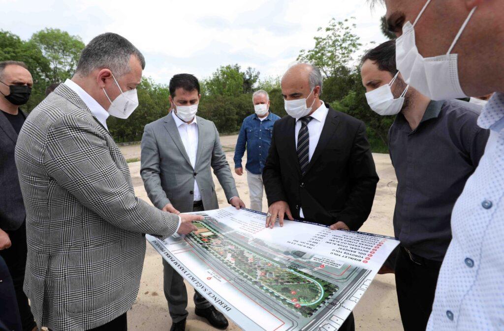 Kocaeli Büyükşehir Başkanı Tahir Büyükakın, eski Derince Askeri Hastanesi alanında yapılacak Sağlıklı Yaşam Parkı projesini inceledi.