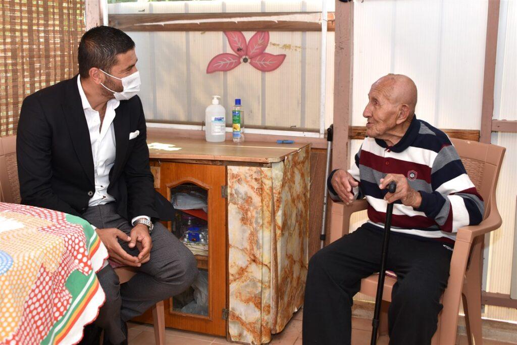 Belediye Başkanı Fatih Gürbüz, 14 Mayıs Cuma günü 100 Yaşına giren Hüseyin İyigün'ü ziyaret edip, yeni yaşını ve bayramını kutladı.
