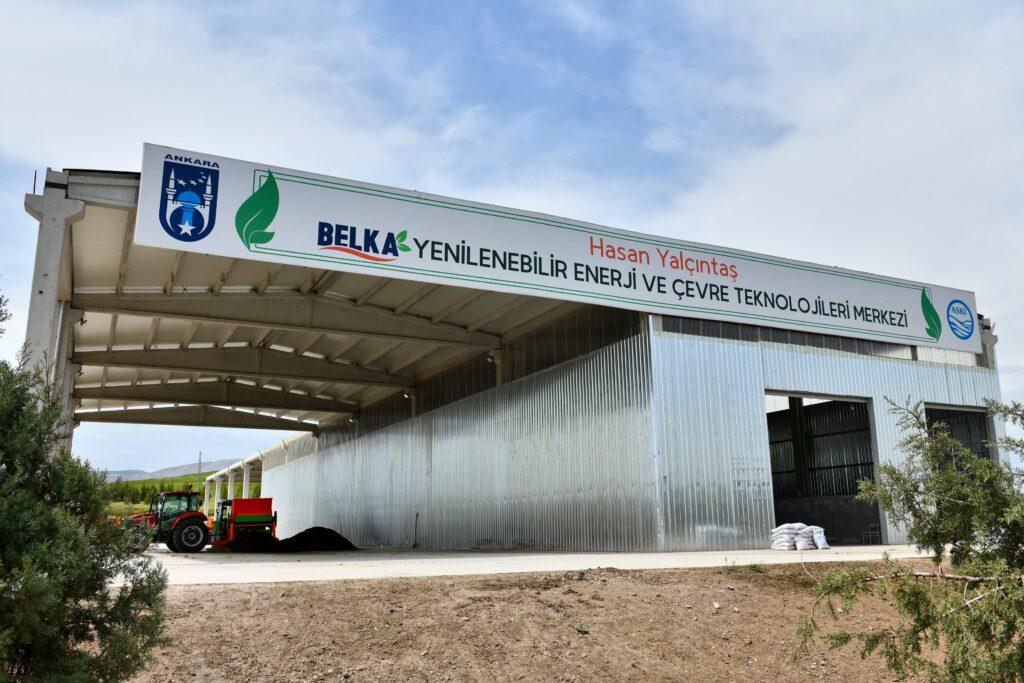 Ankara Büyükşehir iştirakiBELKA A.Ş, park ve bahçelerde biçilen çimlerden organik gübre üretmeyi başardı. Tesis yılda 4 milyon TL kar sağlayacak.