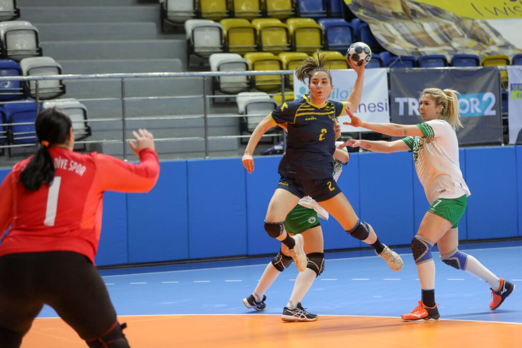Hentbol Kadınlar Süper Ligi'nde Sivas Belediyespor'u mağlup eden Yenimahalle, ligi 3'üncü tamamlayıp, Avrupa kupalarına katılmaya hak kazandı.