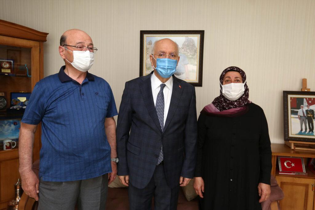 Yenimahalle Belediye Başkanı Fethi Yaşar, Anneler Günü dolayısıyla şehit Mustafa Tanış ve Şehit Hüseyin Akay'ın evlerini ziyaret etti.