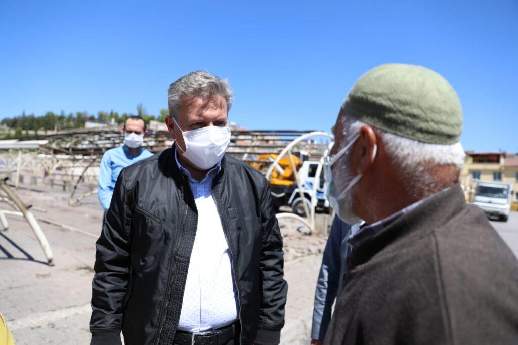 Melikgazi Belediyesi, Selçuklu Mahallesi'ne nitelikli bir 'Pazar Yeri ve Sosyal Tesis' projesi yapımı için yıkım çalışmalarına başladı.