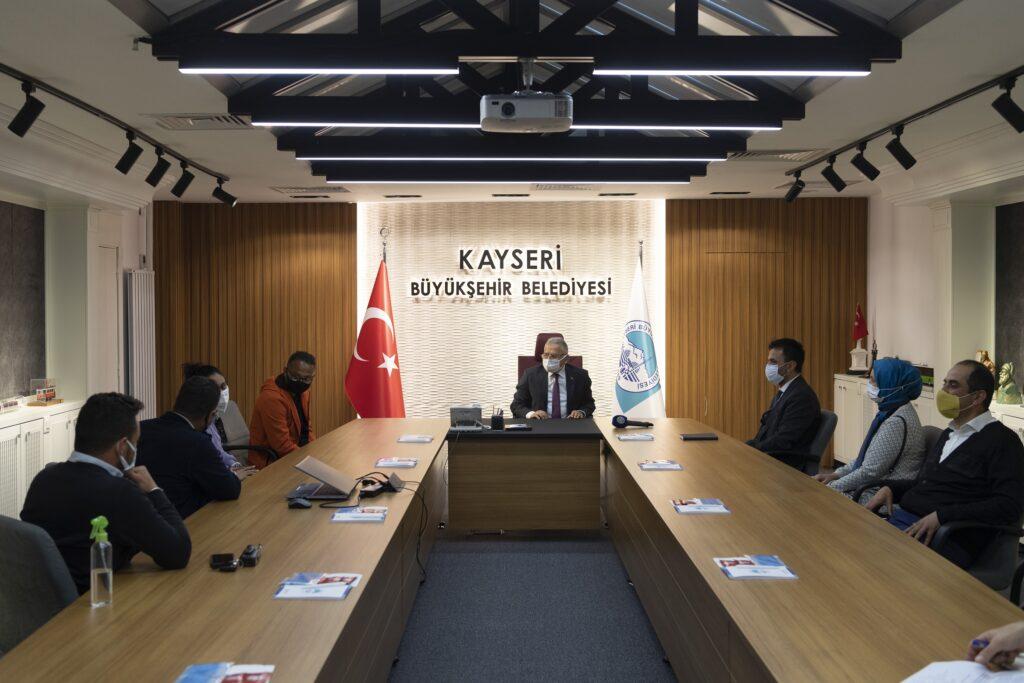 Kayseri Büyükşehir Başkanı Büyükkılıç'ı ziyaret eden Hintli yapımcılar, 6 bin yıllık tarihi ve ticari geçmişi olan Kayseri'ye hayran kaldıklarını söylediler.