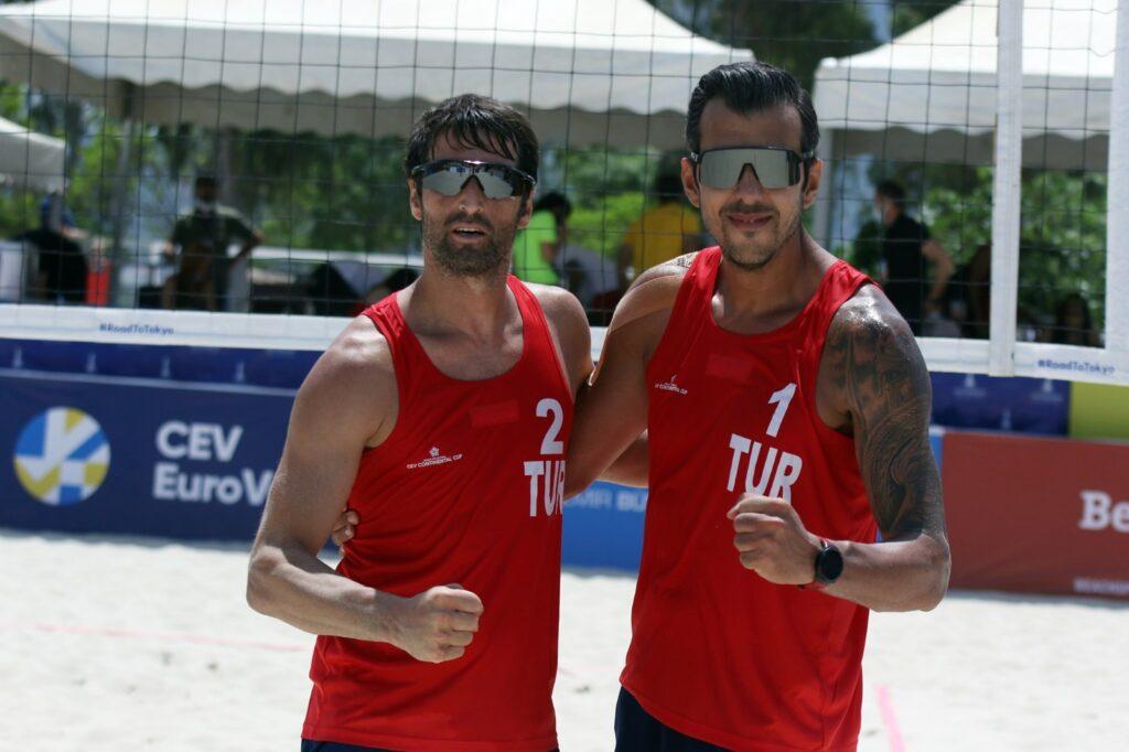 CEV Continental Voleybol Cup'ta Türkiye Erkek Milli Takımı, yarı finale kalarak Hollanda'da yapılacak olimpiyat elemelerine katılmaya hak kazandı.