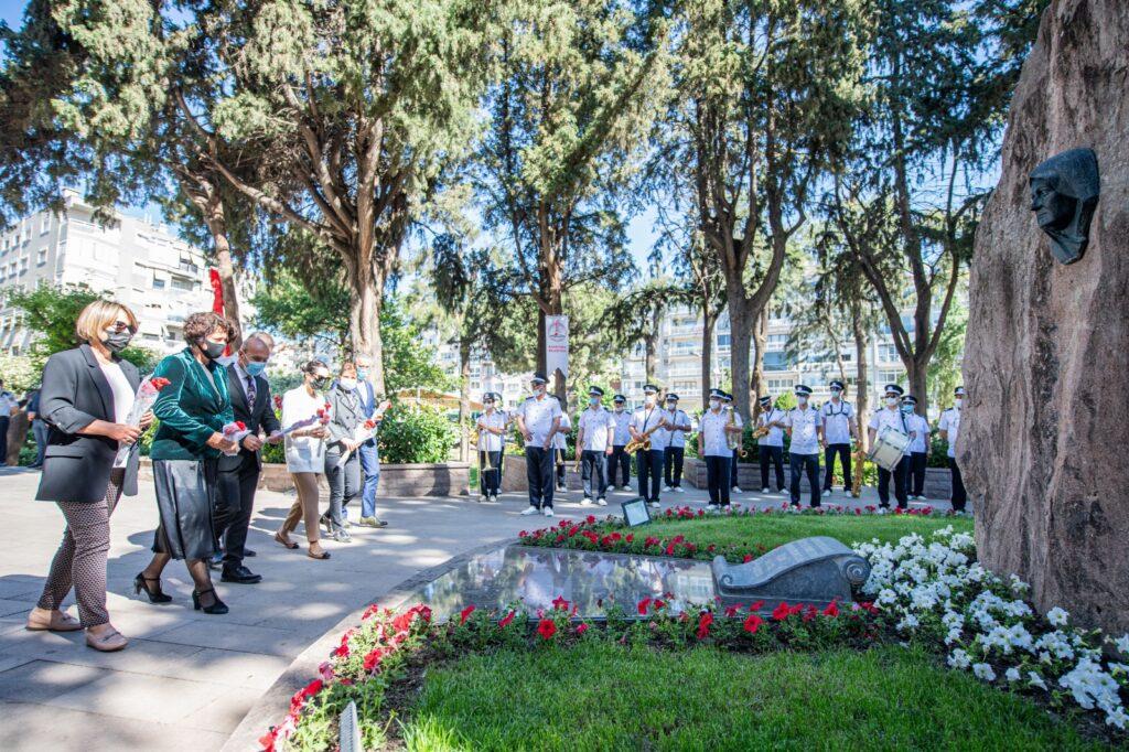Anneler Günü'nde Ulu Önder Mustafa Kemal Atatürk'ün annesi Zübeyde Hanım, kabri başında anıldı. Törene belediye başkanları eşleriyle katıldı.