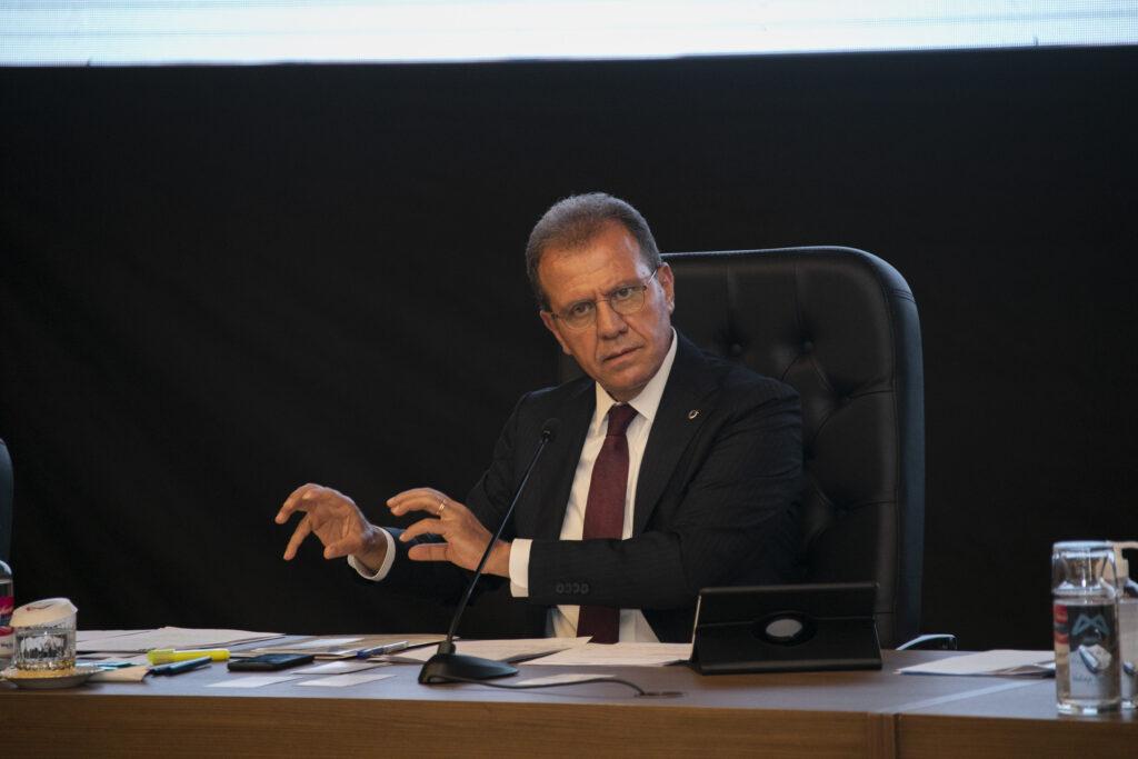 Mersin Büyükşehir Belediye Başkanı Vahap Seçer, Haziran ayı Meclis toplantısında, kentte yapılması planlanan balık çiftlikleri hakkında konuştu.