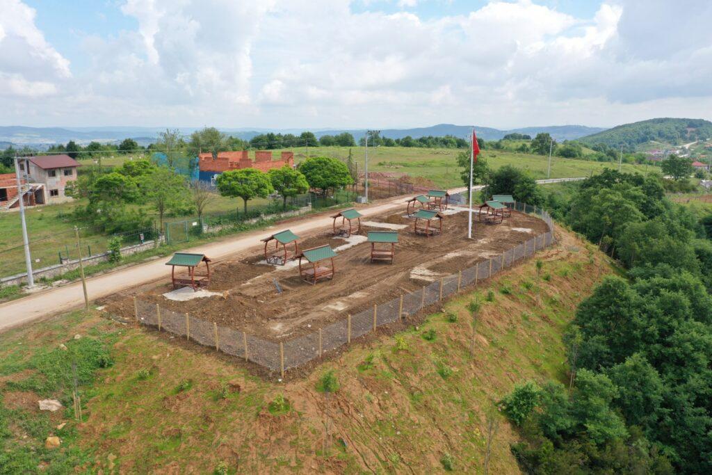 Kocaeli Büyükşehir Belediyesi, İzmit Çubuklubala Mahallesi'ndeki yeşil alanı mesire alanına dönüştürüyor.