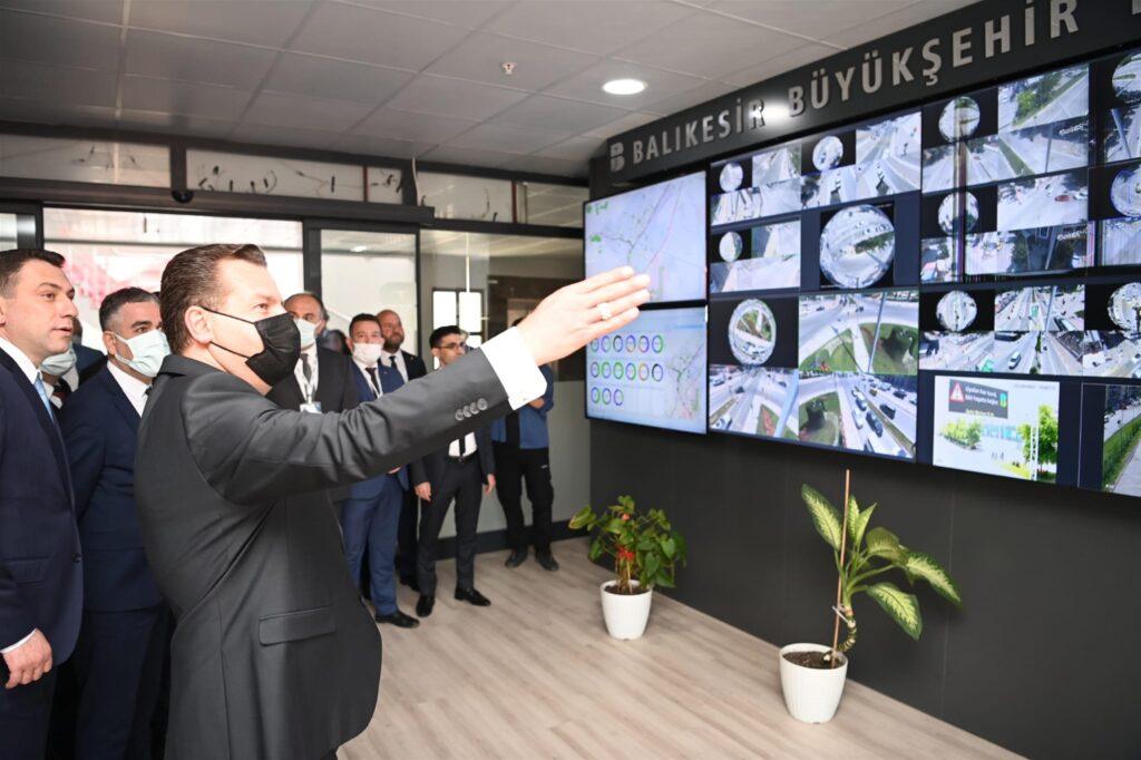 Balıkesir Büyükşehir Belediyesi, şehir merkezinde dağınık halde bulunan birimlerini Paşaalanı Mahallesi'nde açılan Ek Hizmet Binası'nda topladı.